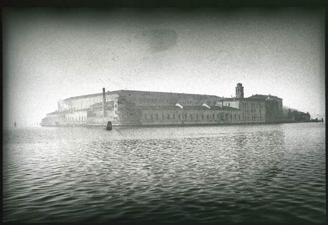 <p><span>Venise, San Servolo</span>, 1979<br>Photographie argentique, 32,4 x 39,3 cm, 2000€ (Edition: 7 exemplaires)</p>